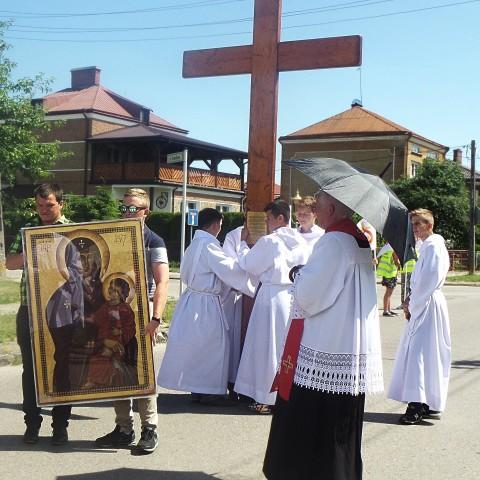 Symbole ŚDM - Krzyż i Ikona w naszej parafii